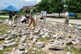 The first dry stone course at Landscape Ontario home office in Milton drew ten people. In photo students test themselves on the wall, which they had built the previous day in the instructional part of the course, only to tear it down the next day and build it again to be tested on what they had learned.