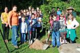 Scott Duff of Aura Landscaping, on left, and Nancy Christie of Ridgeview Garden Centre, far right, pose with students and teachers at St. John School in Grimsby.This photo appeared in Niagara This Week.