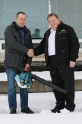 Lucky prize winner, Lutfi Dragusha of Target Group Services, Stoney Creek, was presented with the prize by Barry Collens, National Manager, Outdoor Power Equipment, Makita Canada.