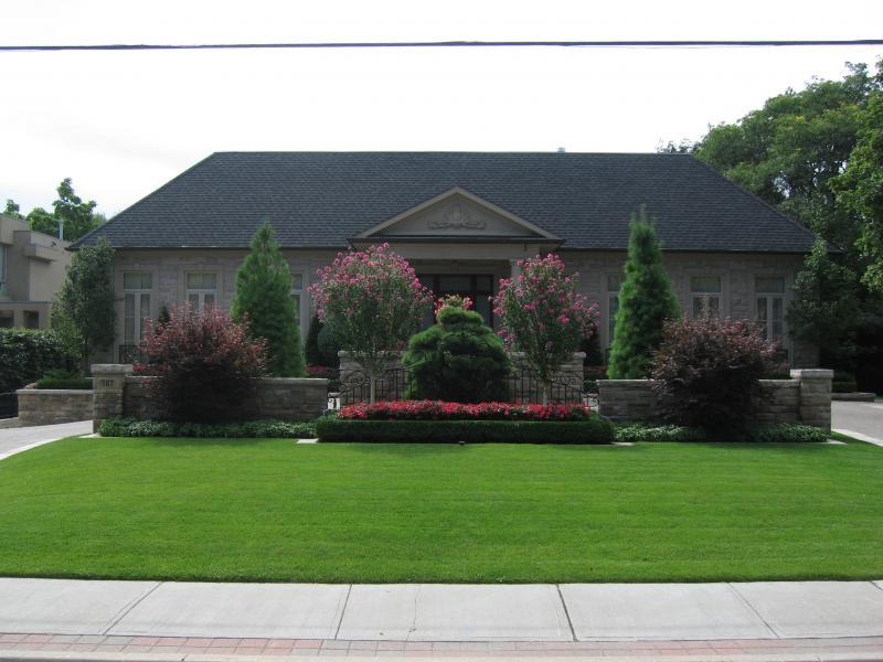 2008 - Private Residential Maintenance  - 15,000 sq ft - 1 acre - Symmetry and Colour