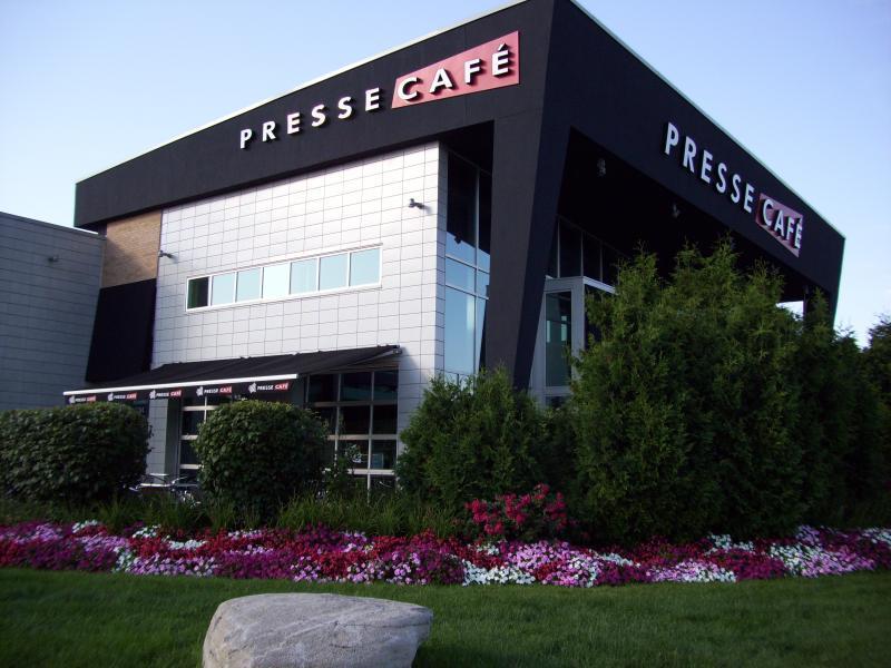 2009 - Corporate Building Maintenance -  Over 2 acres