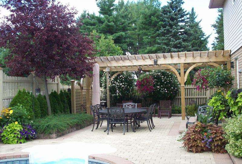 2009 - Private Residential Maintenance  - 15,000 sq ft - 1 acre - No turf backyard maintain all garden beds and planters.