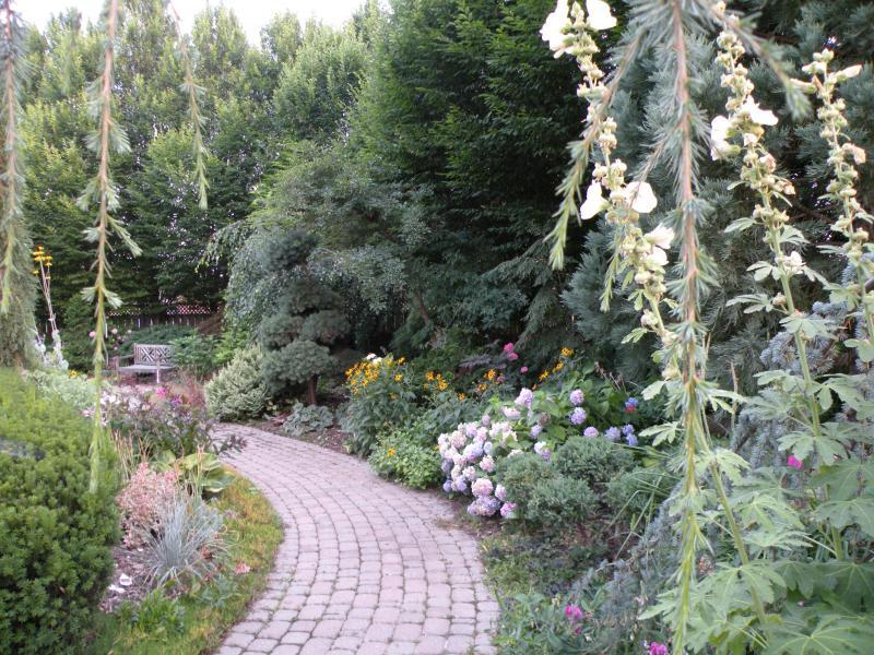 2010 - Permanent Display Gardens - Over 500 square feet