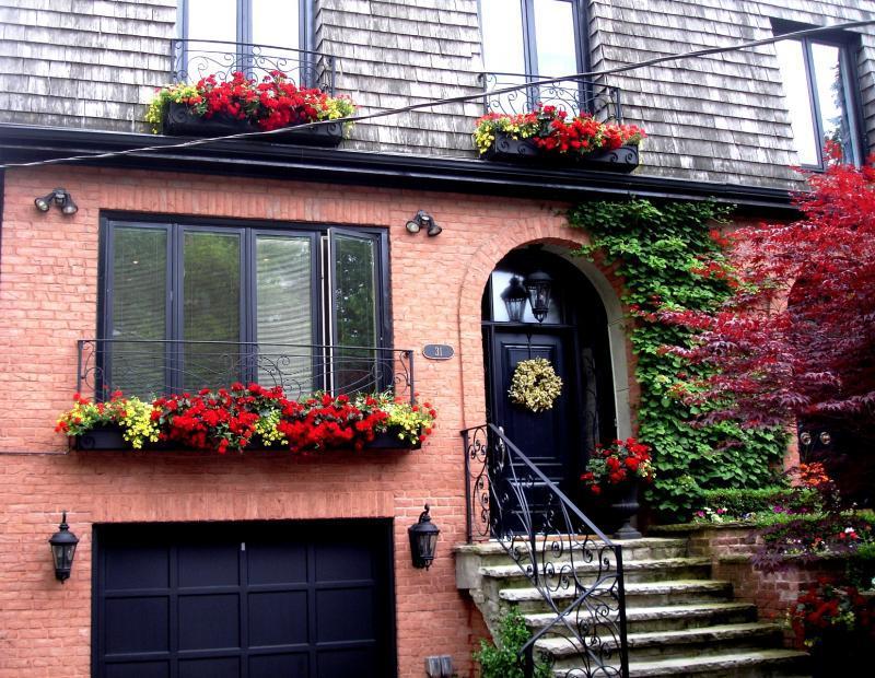 2010 - Balcony or Rooftop Garden - Front