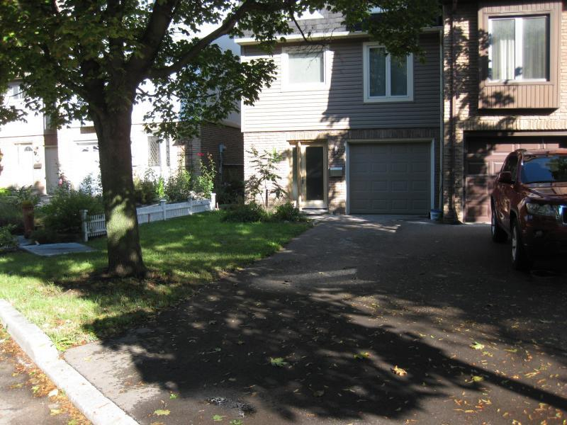 2011 - Private Residential Design - Under 2500 sq ft - The front yard - before.