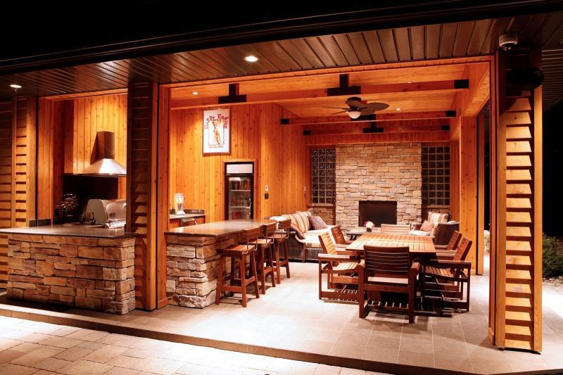 2011 - Special Interest Construction  - interior cabana -close up