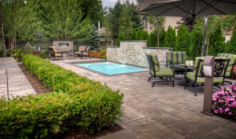 2011 - Residential Construction  - $100,000 - $250,000 - Left angle entry into Longo's backyard retreat