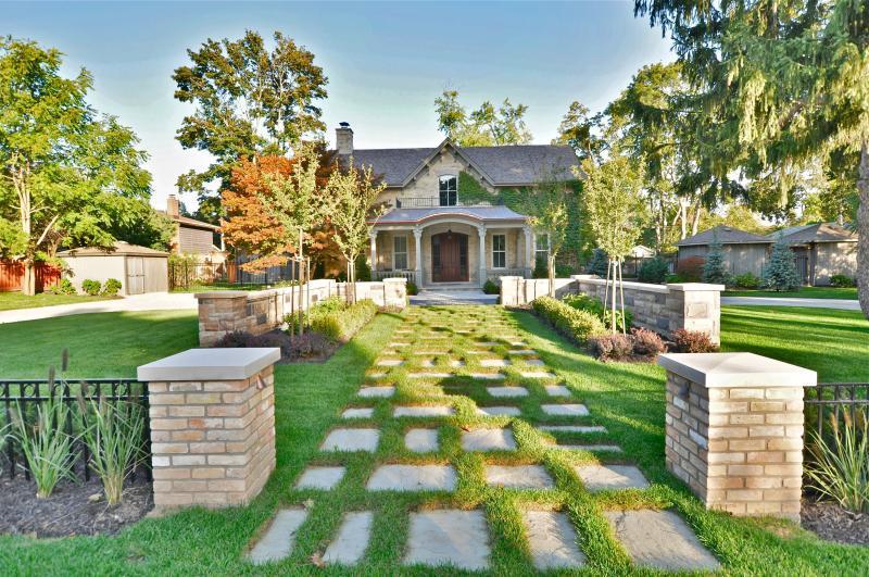 2012 - Residential Construction  - $100,000 - $250,000 - Pedestrian Entrance