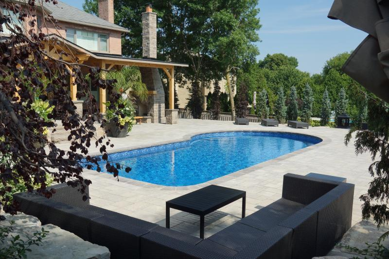 2014 - Residential Construction - $250,000 - $500,000 - Swimming pool patio