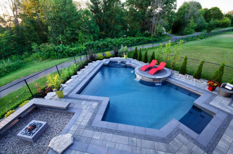 2016 - Residential Construction  - $100,000 - $250,000 - Custom pool, fire and water feature