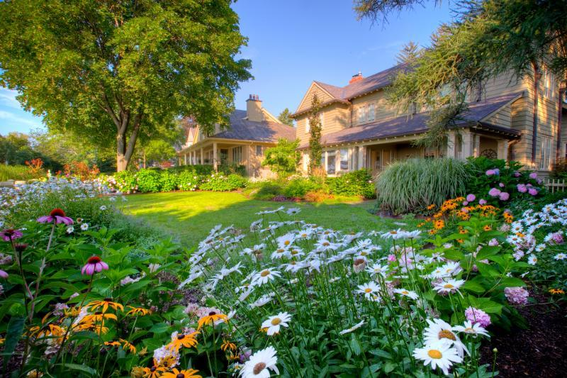 2016 - Private Residential Maintenance - Under 15,000 sq ft lot size - Our team moves through every part of the garden – cleaning debris, weeding, deadheading, turning the soil, and pruning where needed.