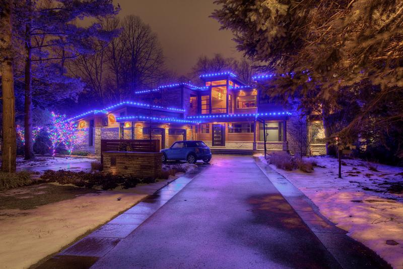 2016 - Landscape Lighting Design & Installation - Holiday Lighting - Christmas Decor by Nutri-Lawn - Oakville Home