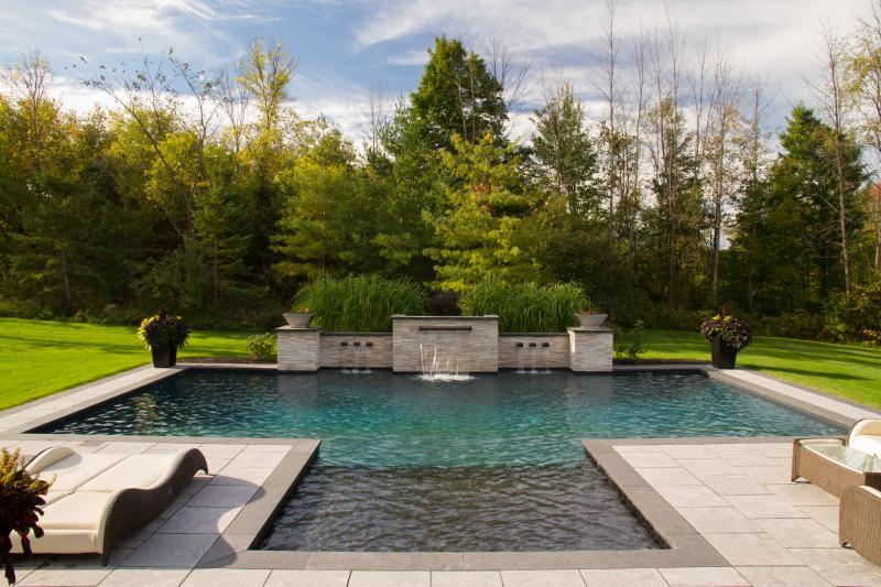 2016 - Residential Construction  - $100,000 - $250,000 - Pool and water feature