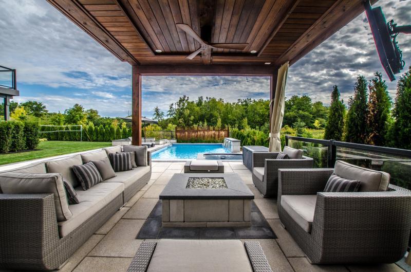 2016 - Residential Construction - $250,000 - $500,000 - Interior Cabana