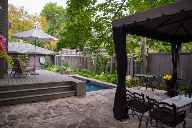 2017 - Residential Construction  - $100,000 - $250,000 - Decking and shade pergola